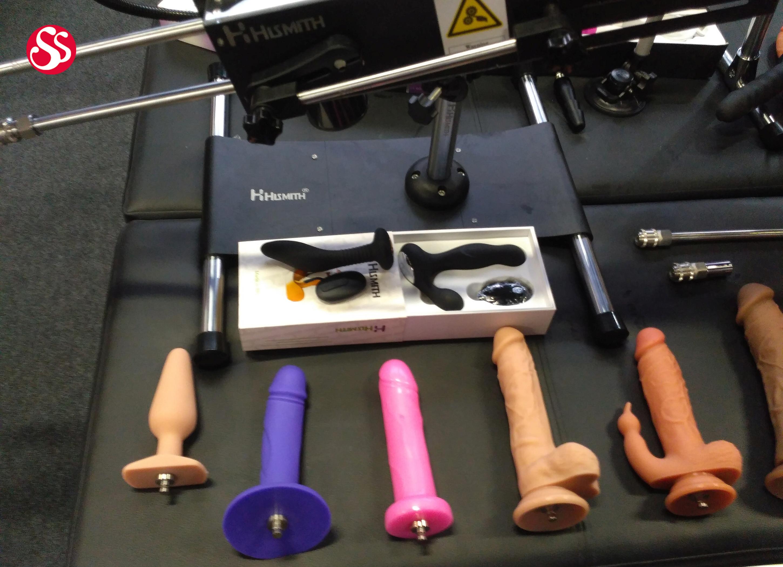 Секс машина из швейной машины, отымел бабу в багажнике порно